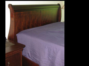 Lit traineau en bois dur - Sleigh bed in hardwood