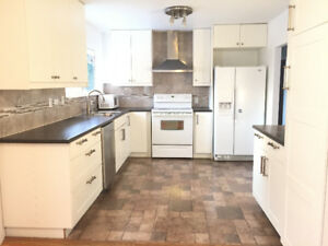 Upper Level 3 bedrooms/1 bath/Garage in Guildford/Surrey