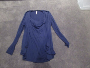 Thyme Maternity blue nursing top (size M)
