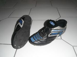 kids size 5 soccer shoes