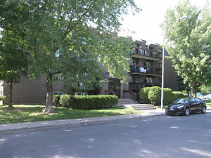 Longueuil - Juillet - 3 1/2 style condo