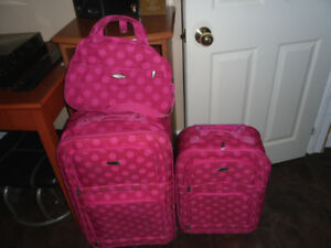 3 PIECE PINK LUGGAGE SET NEW PRICE! $15 FOR THE WORKS
