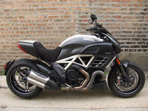 2013 DUCATI AMG/MERCEDES DIAVEL RARE LIMITED EDITION LOW KM!!!!!
