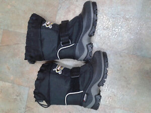 Size 10 kid's snowmobile winter boot.