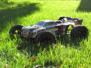 Arrma Kraton 6s BLX avec batteries (excellente condition)
