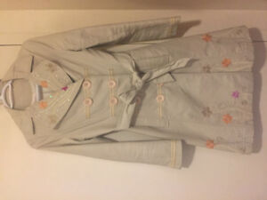 Embroiderey trench coat size Medium only 30$