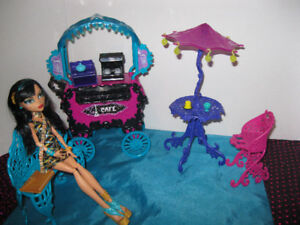 monster high cafe and cart