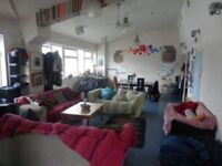 Bright double room in quiet, spacious warehouse