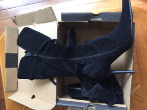 Pair of black suede knee-high boots in box - size 9