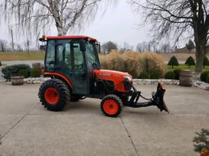 Kubota B3030 4x4 cab Tractor