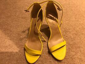 Heeled shoes size 6