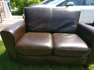 *** Amazing Condition*** Leather Loveseat/Couch