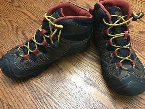 Keen Pagosa Kids Hiking Boots Size 4
