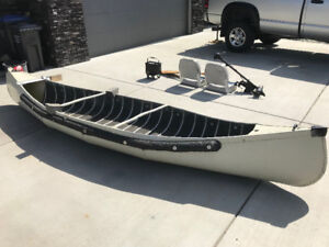 13.5 ft Aluminum Canoe with extras