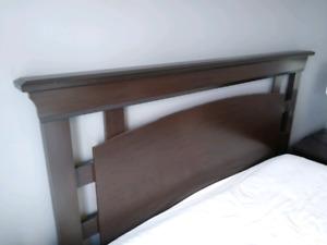 Tête de lit queen ou double avec 2 tables de chevet
