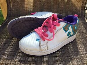 Youth DC shoes - Size 4Y