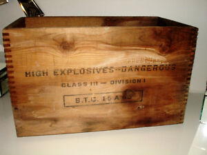 1954 EXPLOSIVE DYNAMITE CRATE Canadian Indust. INDUSTRIAL CHIIC