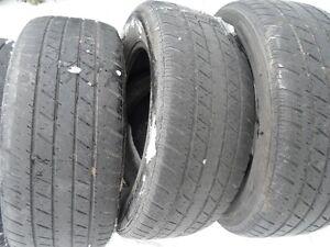 4 pneus d'été  P 215/60 R 15
