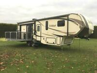 Wildcat 29RKP 5th Wheel American Caravan Static Showman Self Levelling Trailer