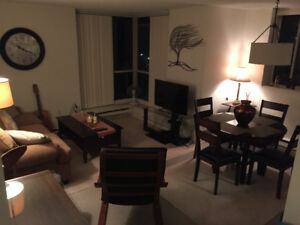 Room for rent in great apt central whitby 625!