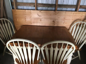 10 piece solid kitchen / dining set, very nice condition