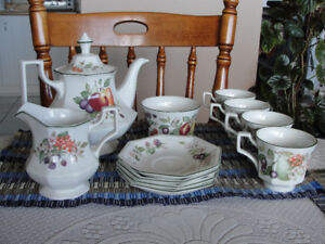FINE ENGLISH TEA SET