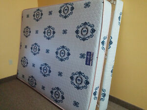 Queen Mattress & Boxspring - Perfect Condition