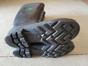 MUST SELL Mens Steel Toe Boots.