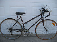 VINTAGE LADIES VENTURE LA MANS SPORT 12 speed Road Bike