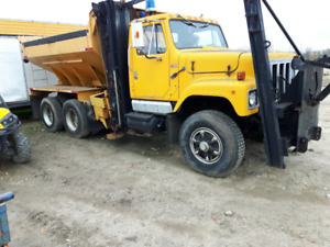 87 International Plow Truck with rusted Salter