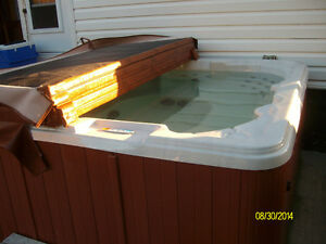NEW PRICE !!! 8 seat hot tub for sale in glace bay