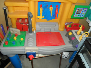 Little Tikes Tool Work Bench With Engine Toys Games Calgary Kijiji