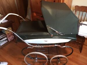Vintage English Pram in Excellent Condition