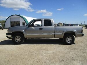 2003 Chevrolet Silverado LT 1500 Short Box 5.3L 4x4 MOVING SALE