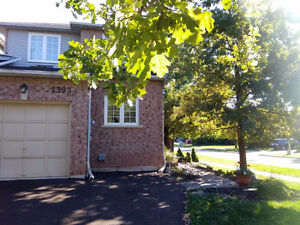 4 Bedroom Link House in River Oaks Community, Oakville