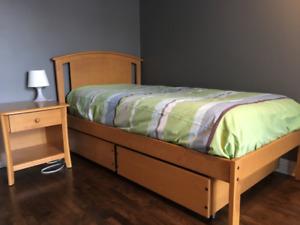 Chambre Lit 1 place en bois franc / solid wood single Bed