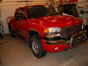 GMC SIERRA 2500 SLT LOADED EXTRA LOW KMS. EXCELLENT