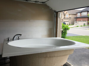 MAAX bath tub (drop in)