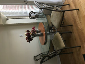 4-seater Round Glass Dining Table