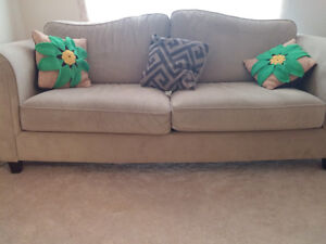 Bombay Couch - Mint condition