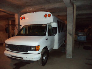 2005 Ford Bus