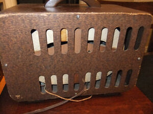 crosley tube radio in good cond , works but needs new power cord Kitchener / Waterloo Kitchener Area image 3