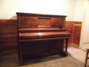 Beautiful old piano, in good condition