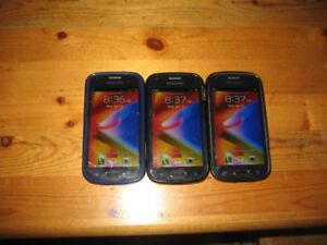 3 Samsung  ace 2 phones