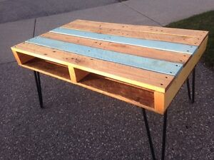 Reclaimed pallet wood tables