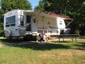 2005 Puma Fifth Wheel 27.5 foot