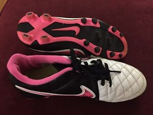 Nike Tiempo soccer cleats size 6.5