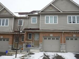 Clean 3 Bedroom Townhouse close to the 401