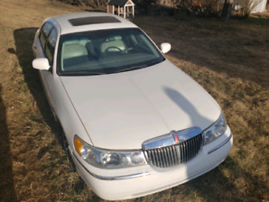 2001 Lincoln in great shape asking 6000$