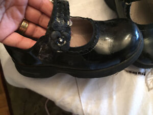 Stride Rite Black Shoes (size 9) with an extreme Comfort  System